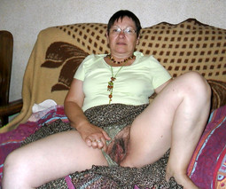 Hairy pussy grandma fuck herself with..