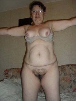 Beautiful naked milf calling her..
