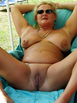 Naked and Old MOMs-CHUBBY PLUMP BBW..