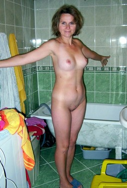 Still curvy mature housewife in the..