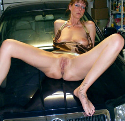 Sexy mature wife Joelle posing naked..