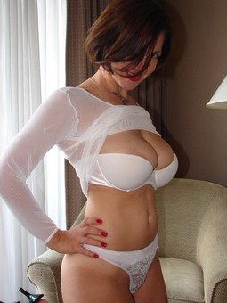 Titted Mommy beauty posing, Is this..