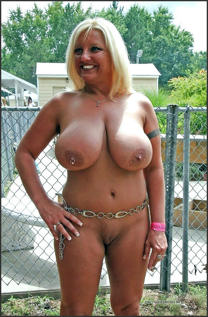 Foxy babes nude