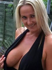 Milf amateur nude selfies blonde