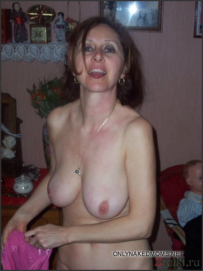 naked mature moms boobs
