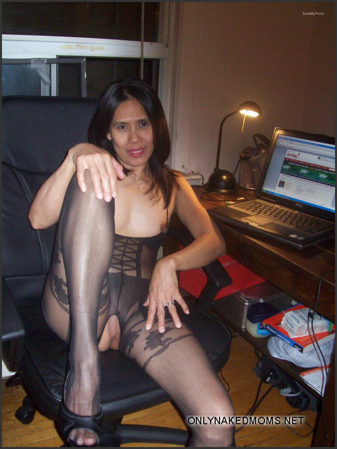 Hot and sexy nylon pantyhose stockings... Pic #8