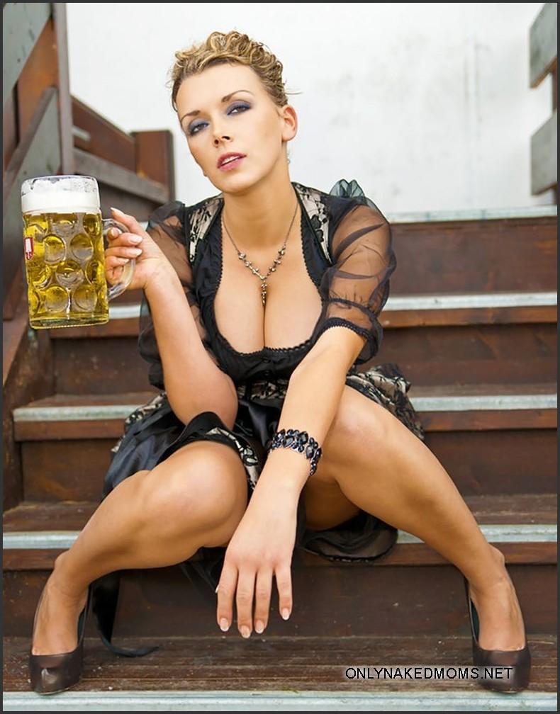 German beauties and bear. Pic #1