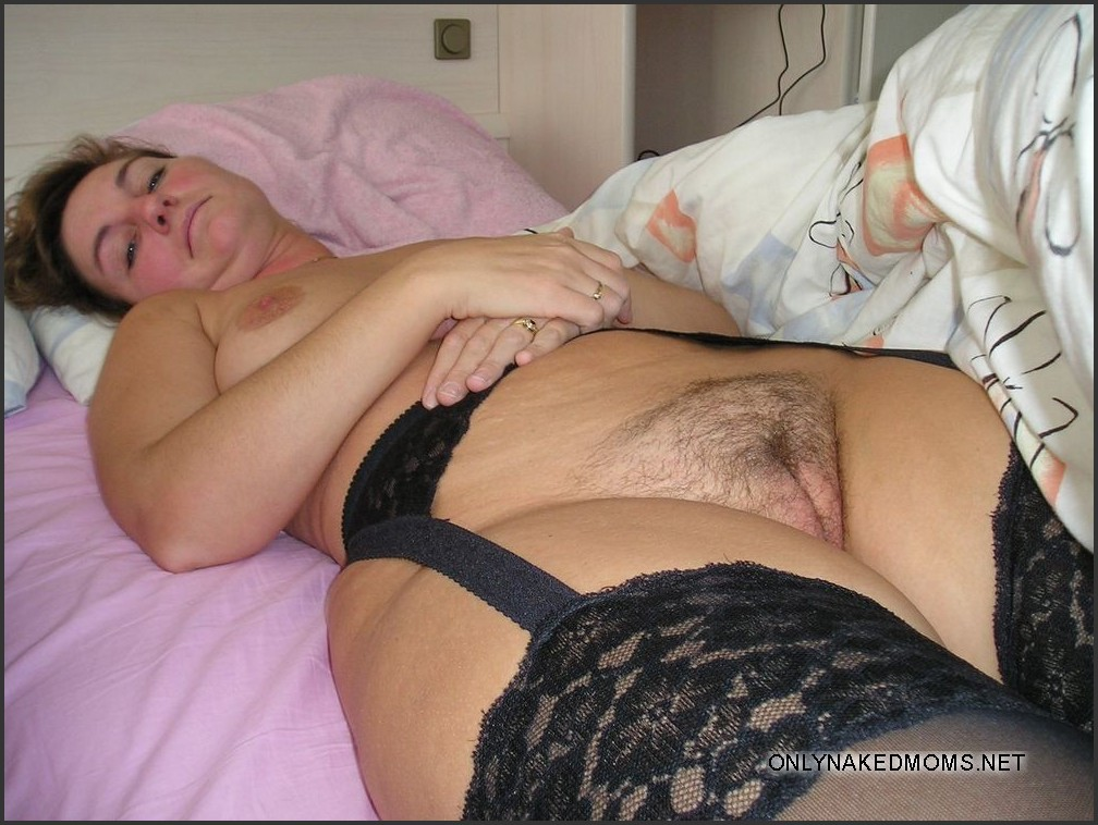 Big Mature women with wide hips. Pic #6